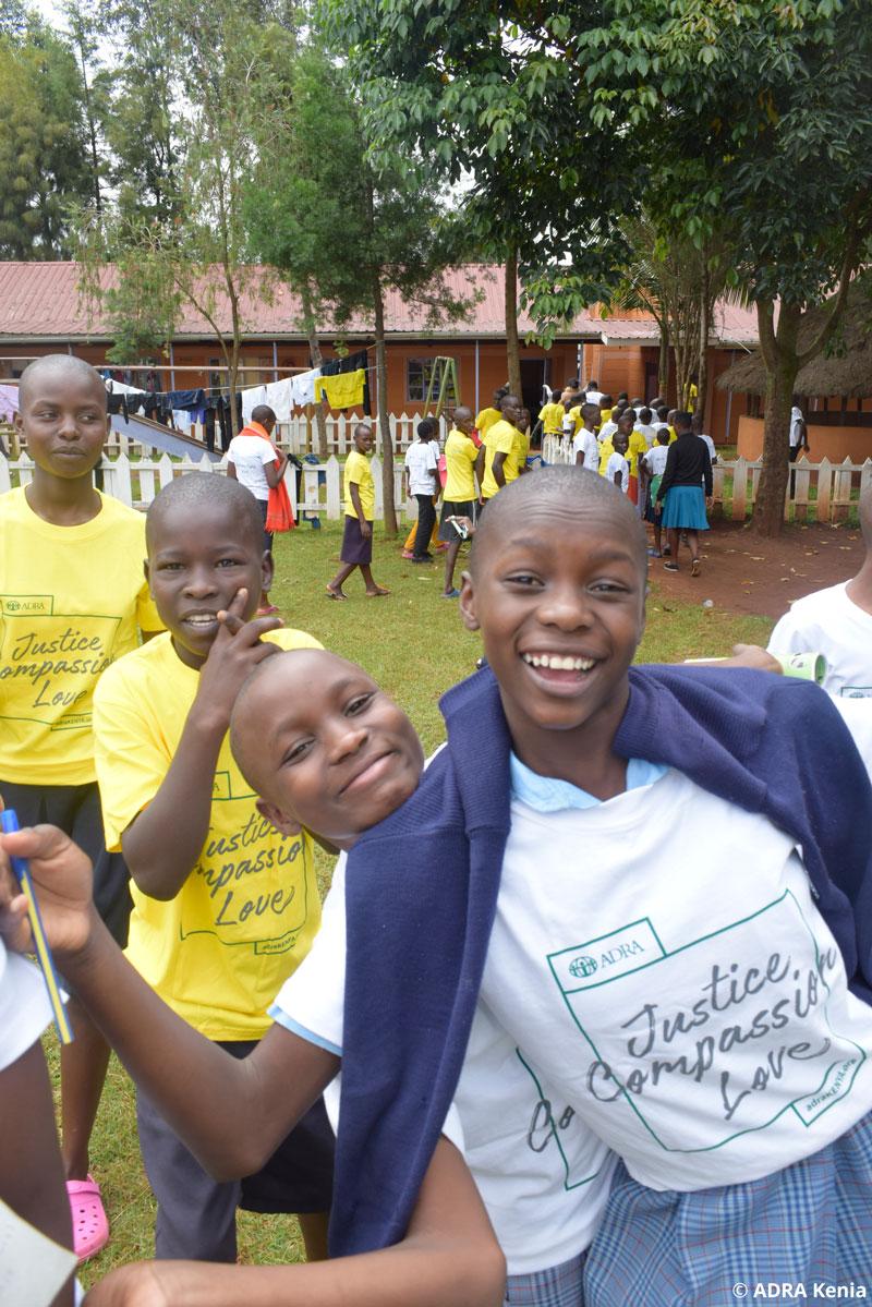 APD_122_2021_Happy-girls-during-graduation_ADRA_Kenia_web.jpg